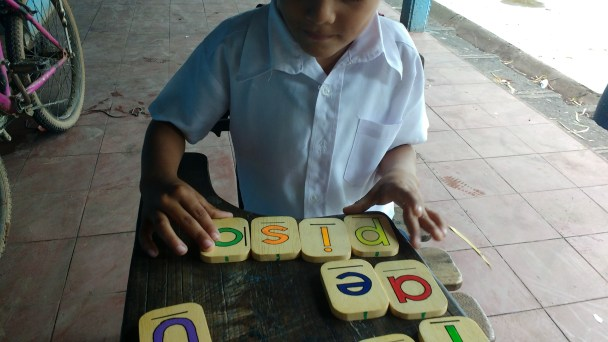 Letter tiles to sound out words