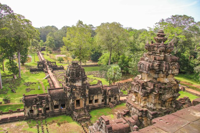 Must see temples in Angkor: Baphuon temple