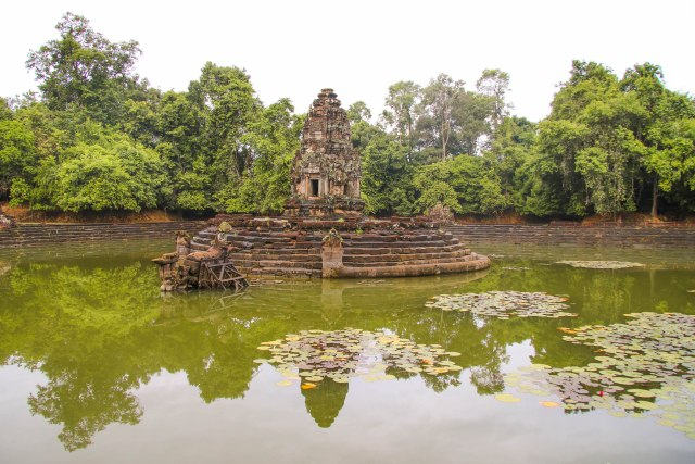The Grand Circuit at Angkor: Neak Pean