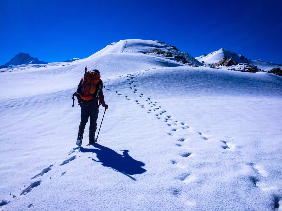 Traversing the snow-covered trail. Next stop – Summit of Prini Peak.