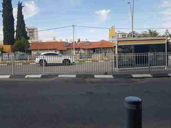 This is the station of Dan bus number 66 in Kiryat Gat
