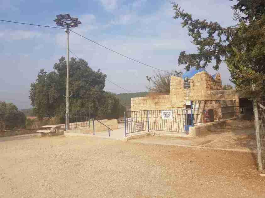 Tomb of Rabbi Judah Nesi'ah on the Israel National Trail