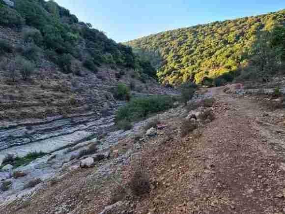 The way to Ein Hotam