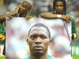 Cameroon players mourn Foe's loss before the Confederations Cup Final
