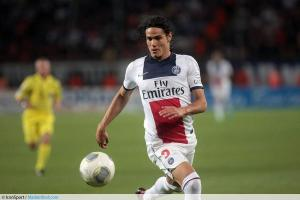 Video: Edinson Cavani's rough night for PSG against Metz