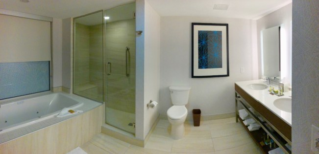 Doubletree by Hilton bathroom
