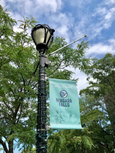 Niagara Falls USA lamppost - 3 Awe-Inspiring Niagara Falls USA Attractions