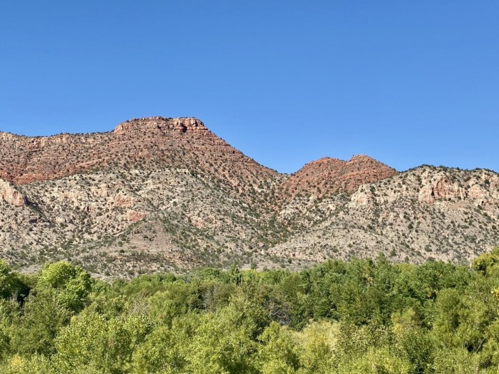 Red rocks along Verde River - Ride Arizona's Verde Canyon Railroad