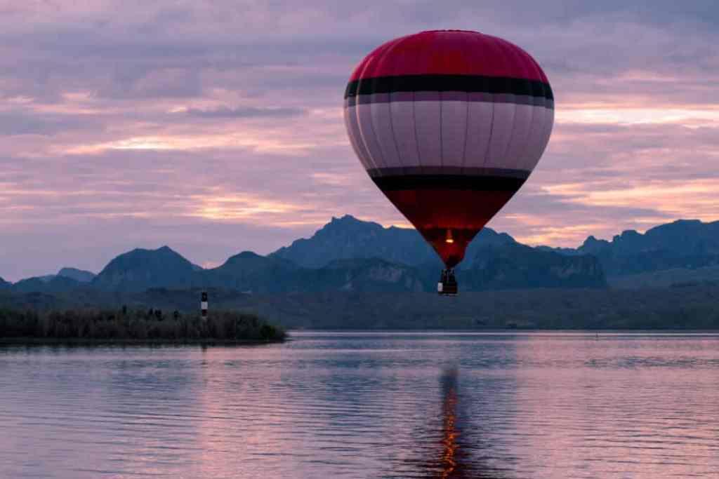 Morning ascension at the Lake Havasu Balloon Festival