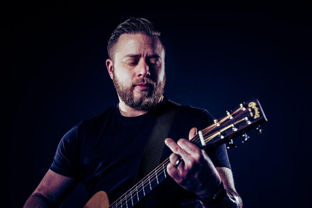 Leon Marshall playing guitar