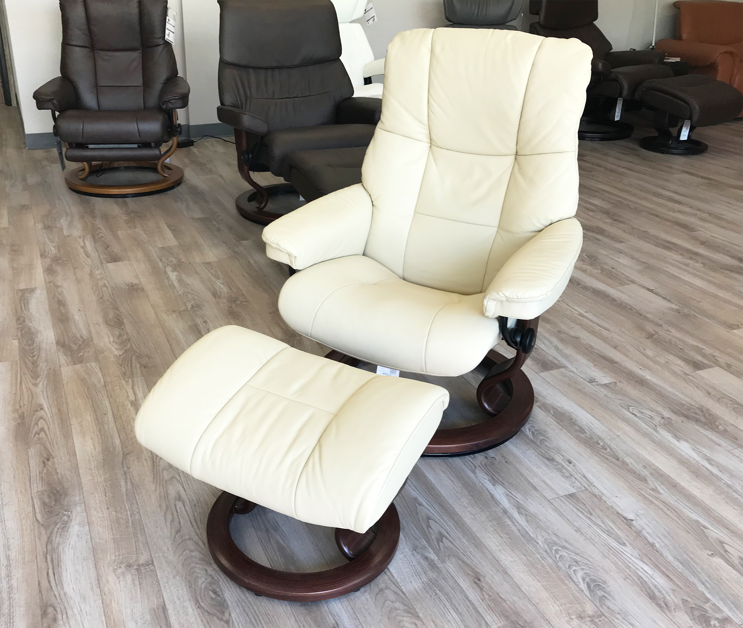 Leather Chairs With Ottoman Stressless Chelsea Small Mayfair Paloma Kitt Leather Recliner Chair And Ottoman By Ekornes