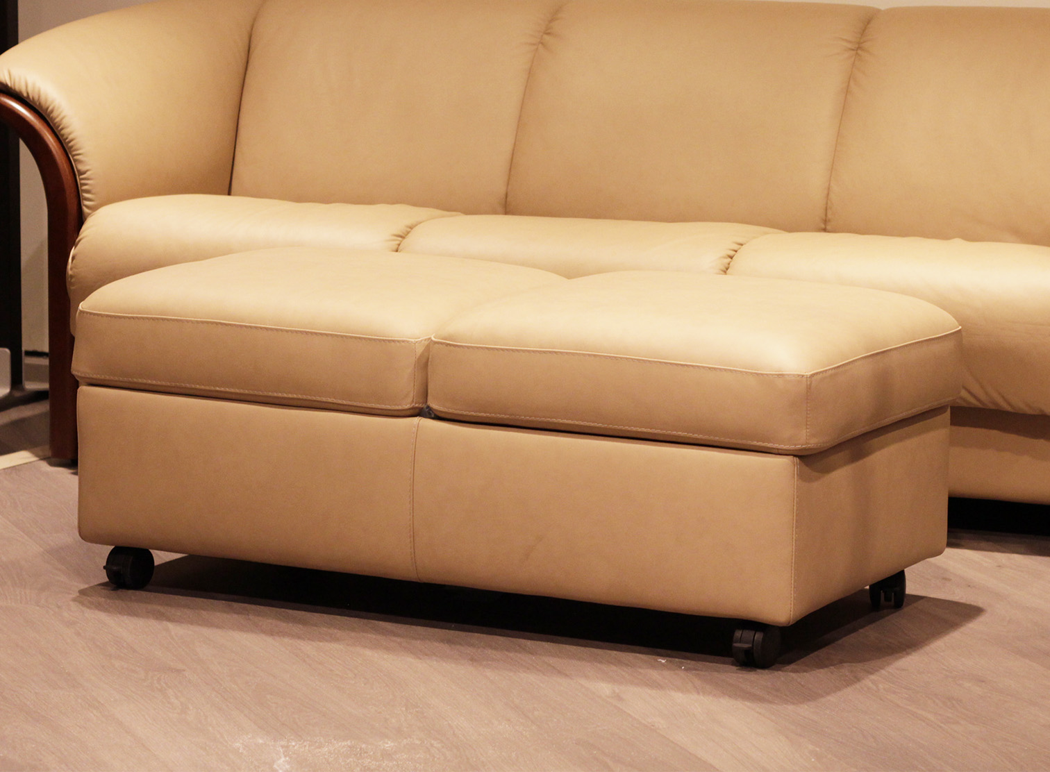 stressless double leather ottoman