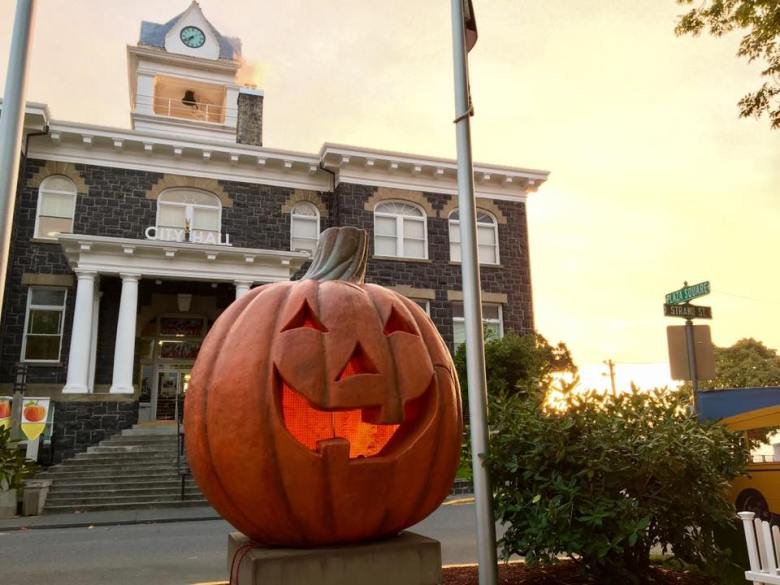 Halloweentown Jack-o'-lantern in St. Helens, Oregon