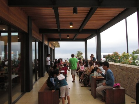 6 - starbucks_tagaytay_outdoor_seating