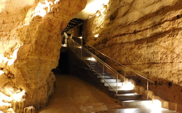 5-cave-mounds-blue-mounds-wisconsin