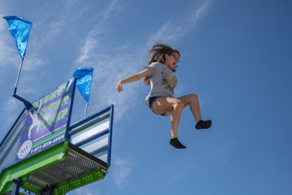inflatable-free-fall-stunt-jump