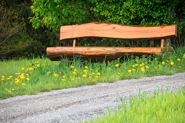 Most Important Tips for Building an Outdoor Garden Bench 3
