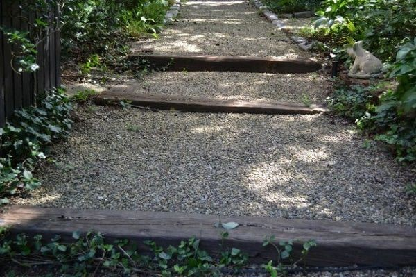 Top 11 Cheap Environment-Friendly Ideas for your Backyard Path & Walkways 5