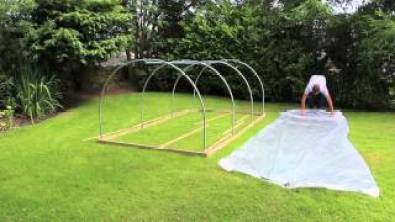 How To Build a Mini Polytunnel. 6