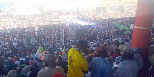 Buhari abandons speech as crowd disrupts his campaign in Jos