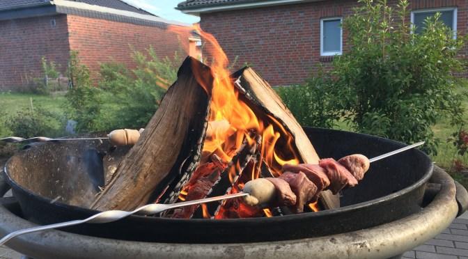 Hüftsteak Spieße über Holzfeuer