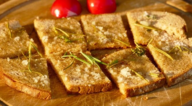 Olivenöl Brot mit Lünesalz und Rosmarin