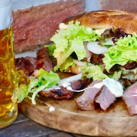Camembert Steak Sandwich vom Holzfeuer