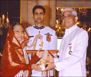 Jadadish Shukla (right) receiving award in India.