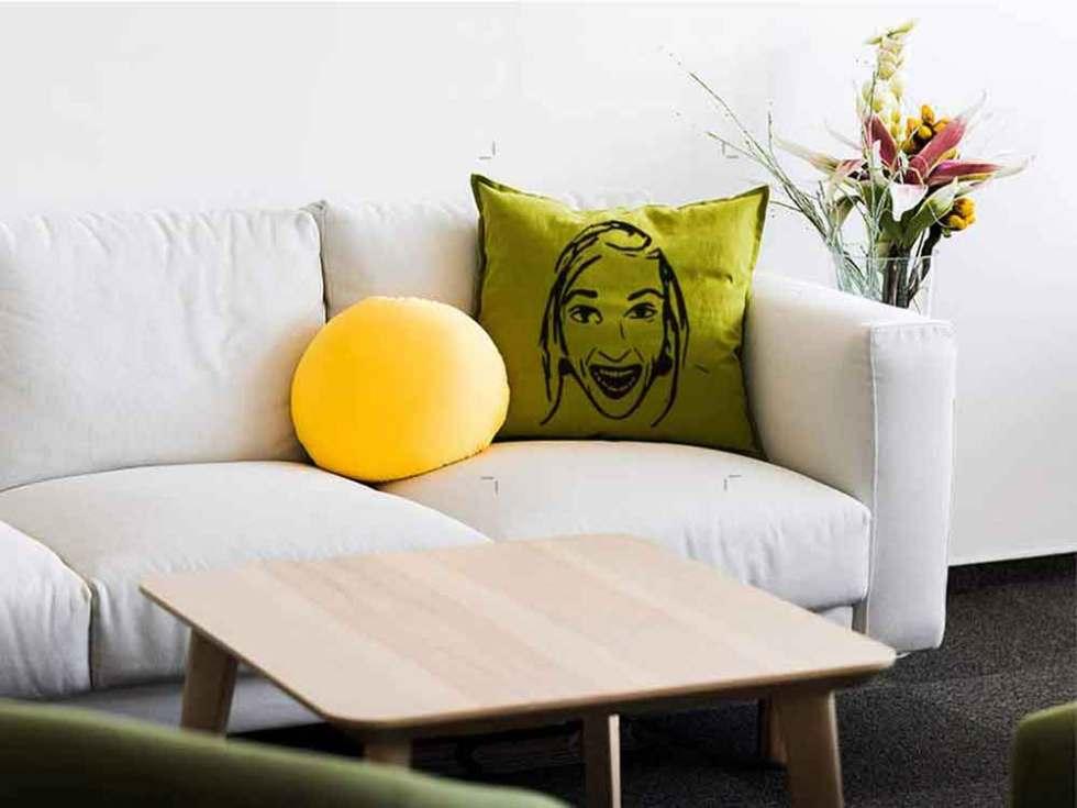 Impression d'un visage Happy sur un coussin en coton.