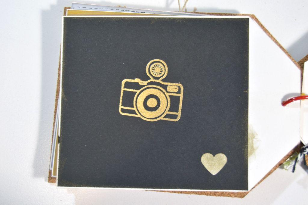 Detalle cámara dorada