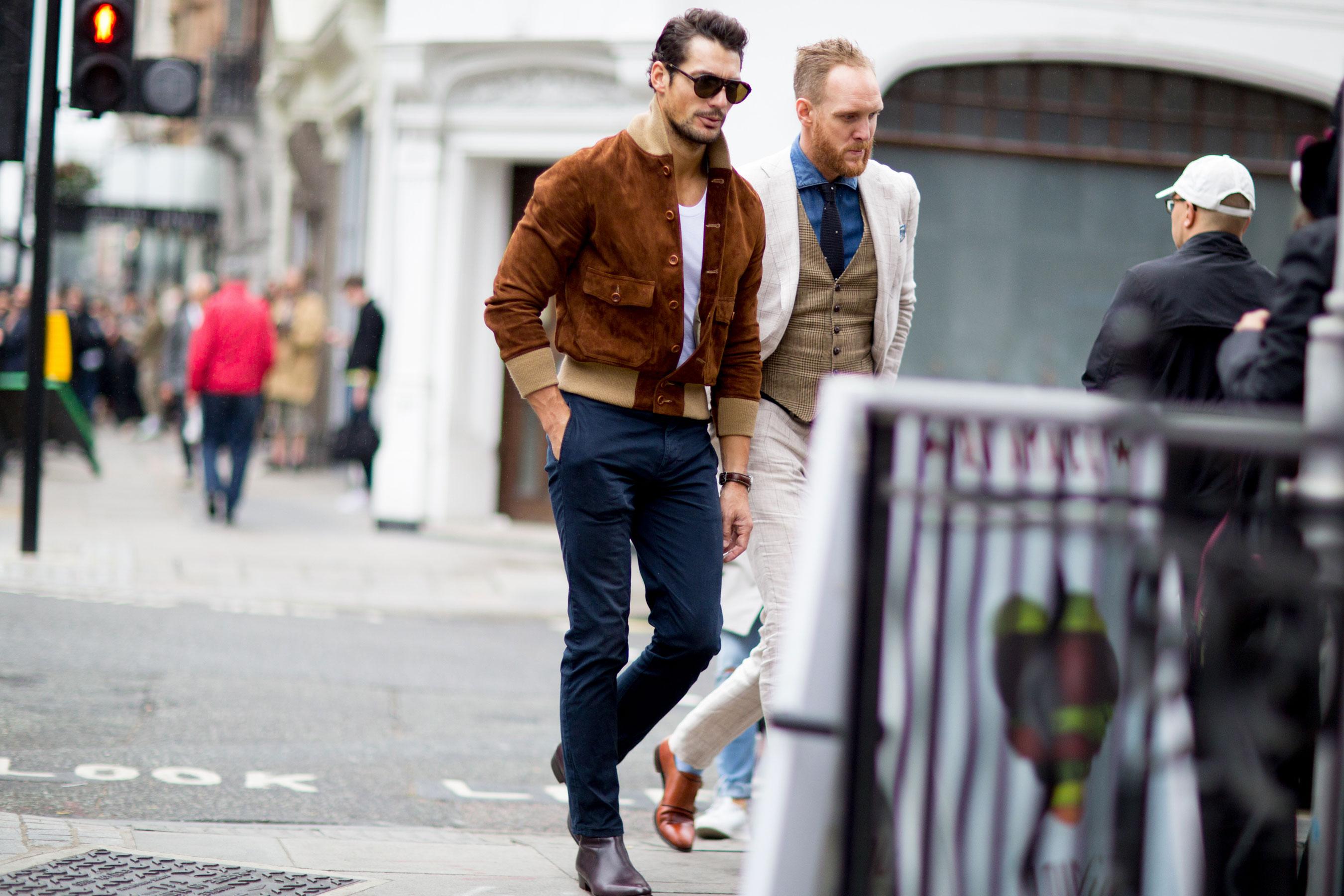 Combinaciones Basicas Para Usar Tus Pantalones Caquis Con Estilo Badhombre Magazine