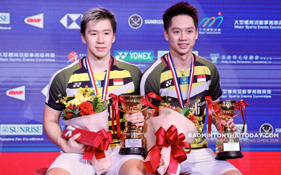 Badminton players clear the table at the Indonesia Sport Awards 2018