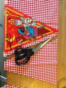Benodigheden Sinterklaas en zwarte piet slinger 3