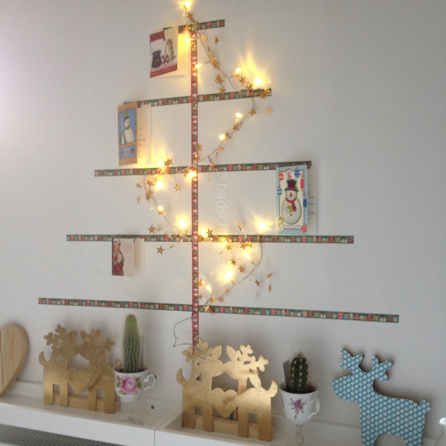 Maak je eigen washitape kerstboom MET kerstkaarten. Gezellig, vrolijk en kleurrijk in je huis. WANT ECHTE POST IS TOCH VEEL LEUKER!