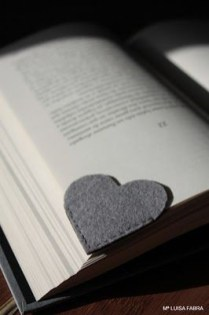 Valentijn inspiratie_DIY hartjes boekenlegger_blog badschuim.eu