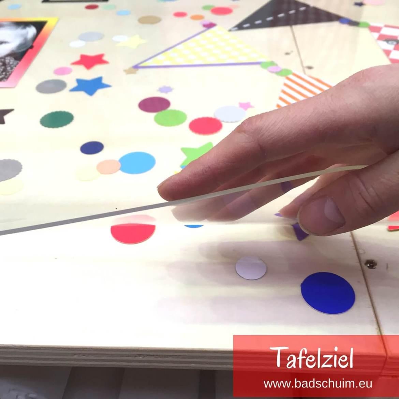 Tafelziel: een op maat gesneden,transparante toplaag voor je tafel die ook als moodboard kan dienen (tekeningen, foto's etc leg je er onder). Wij maakte er zelfs een LEGO tafel van. Kijk gauw hoe wij dat maakte en hoe jij dat ook kan :)!