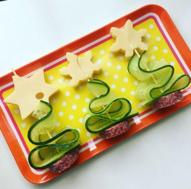 kinder-kersthapjes_gezonde-kerstboom-groente-vlees-kaas