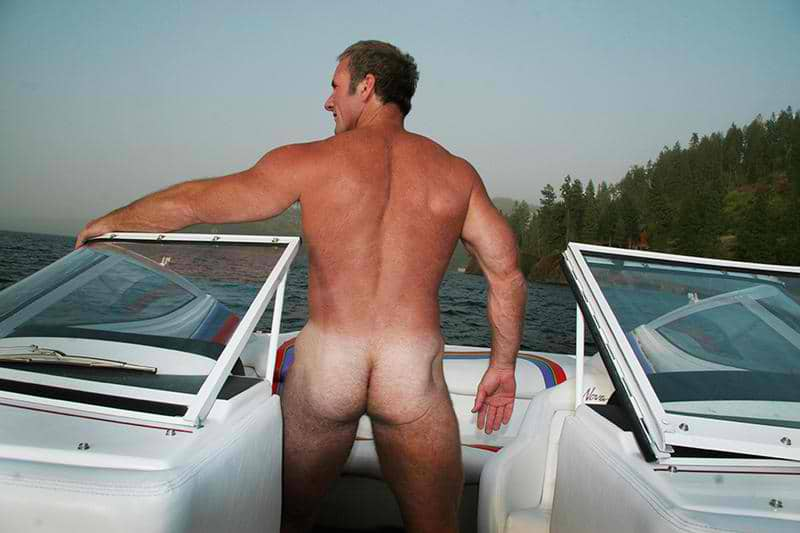 Sean Gallard showing off naked outside