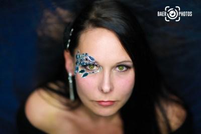 Shooting-Baer.Photos-Fotograf-Holger-Bär-Model-Jen-Greeneyes-Grüne-Augen-Glitzer