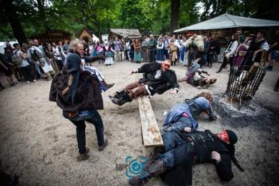 Events-Rauferei-Söldner-Zuschauer-Ritterspiele-Mittelaltermarkt-Baer.Photos-Fotograf-Holger-Bär