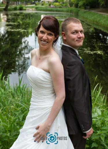 Hochzeit-Paar-Braut-Bräutigam-Hochzeitskleid-Anzug-See-Spiegelung-Baer.Photos-Fotograf-Holger-Bär