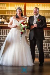 Hochzeit-Paar-Hochzeitskleid-Anzug-Braut-Bräutigam-Brautstrauß-Rosen-Baer.Photos-Fotograf-Holger-Bär
