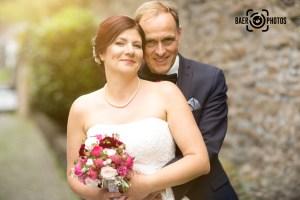 Hochzeit-Paar-Braut-Bräutigam-Brautstrauß-Rosen-Hochzeitskleid-Brautkleid-Anzug-Baer.Photos-Fotograf-Holger-Bär