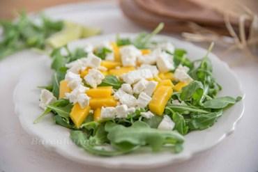 Rucola Salat mit Mango und Feta