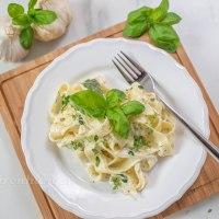 One Pot Pasta mit Basilikum, Zitrone, Mais und Ricotta