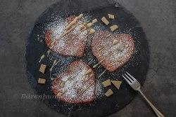 Red Velvet Herz Pancakes