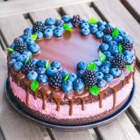 Brombær- og chokolade lagkage