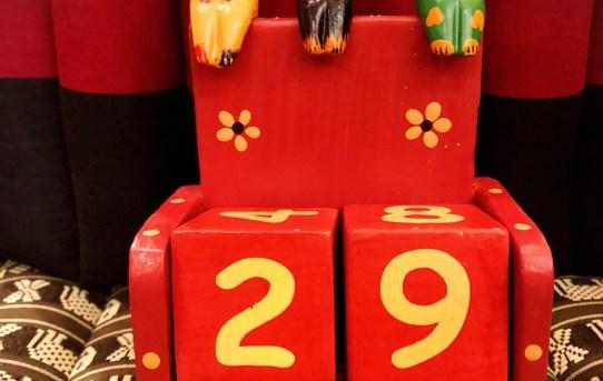 バリ島木彫りの万年カレンダー