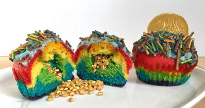 Regnbuemuffins med guldstykker Bagvrk.dk