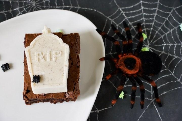 Kokosmousse RIP på brownie halloween Bagvrk.dk